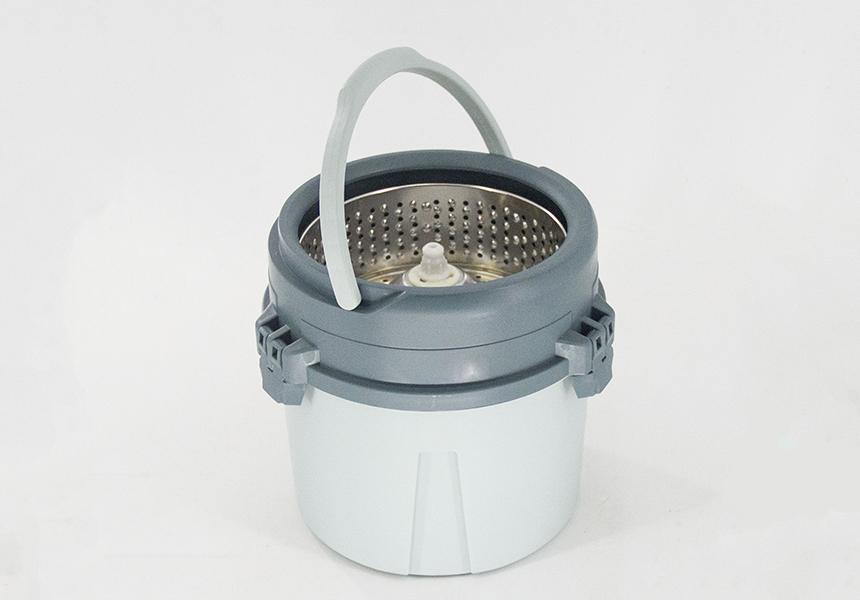 Rotating round mop bucket set